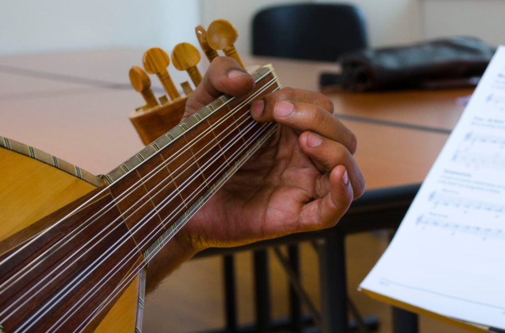 hand-strings-1024x676